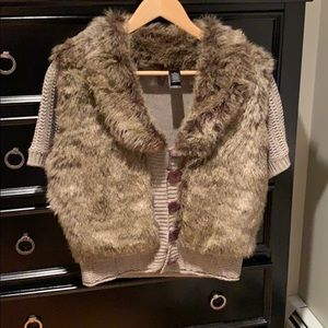 Great 4 fall, faux fur and knit cardigan